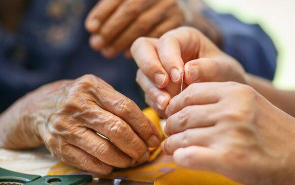Terapia ocupacional en mayores de 65 años
