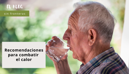 Persona mayor hidratándose